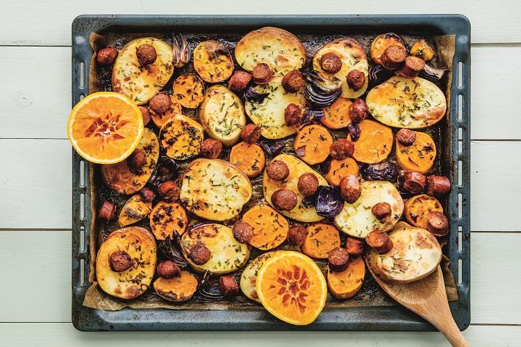 Latbakad potatis med chorizo och apelsin
