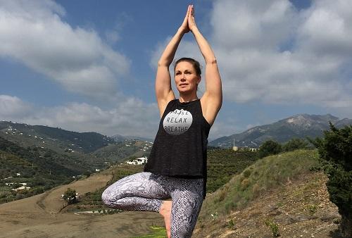 Yogan har gett Malin en mycket bättre kroppskännedom och kunskap kring andningen, vilket är till stor hjälp när man lever med en kronisk sjukdom, MS.